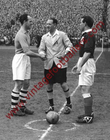 2f165d5512d Carey Johnny Image 2 Manchester United 1947 - Vintage Footballers